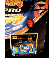 Hot Wheels Pro Racing SuperSpeedway Edition Kyle Petyy STP Stock Car