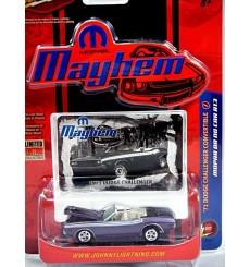 Johnny Lightning MOPAR Mayhem - 1971 Dodge Challenger Convertible