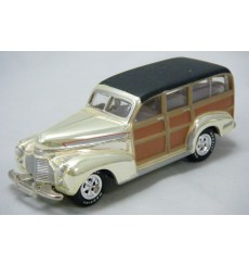 Johnny Lightning Holiday Classics 1941 Chevrolet Woody Station Wagon