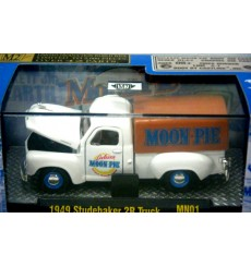 M2 Machines - Moon Pie - 1949 Studebaker 2B Truck