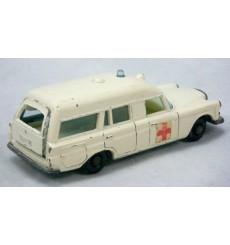 """Matchbox - Mercedes-Benz """"Binz"""" Ambulance"""