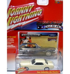 Johnny Lightning Muscle Cars USA 1965 Ford Mustang Coupe