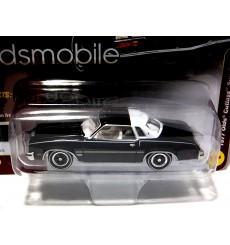 Johnny Lightning Classic Gold: 1977 Oldsmobile Cutlass Supreme