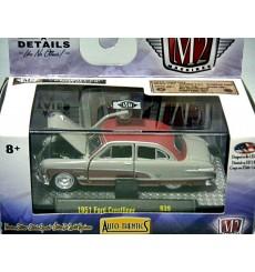 M2 Machines Auto Thentics 1951 Ford Crestliner