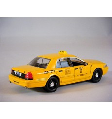 Greenlight Dioramas - Yellow Cab Co Ford Crown Victoria Taxi