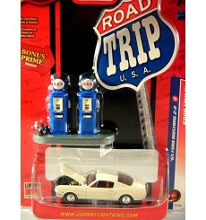 Johnny Lightning Road Trip - 1965 Ford Mustang 2+2 Fastback
