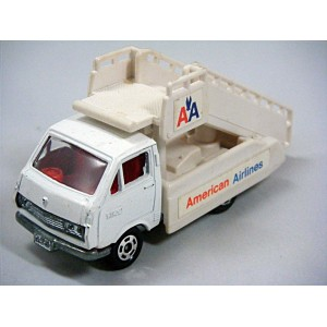 Tomica (36.50) Toyota Hiace American Airlines Gate Truck