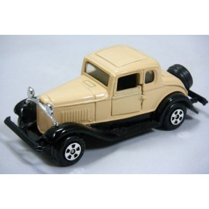 Ertl Replica Series - 1932 Ford 5 Window Coupe
