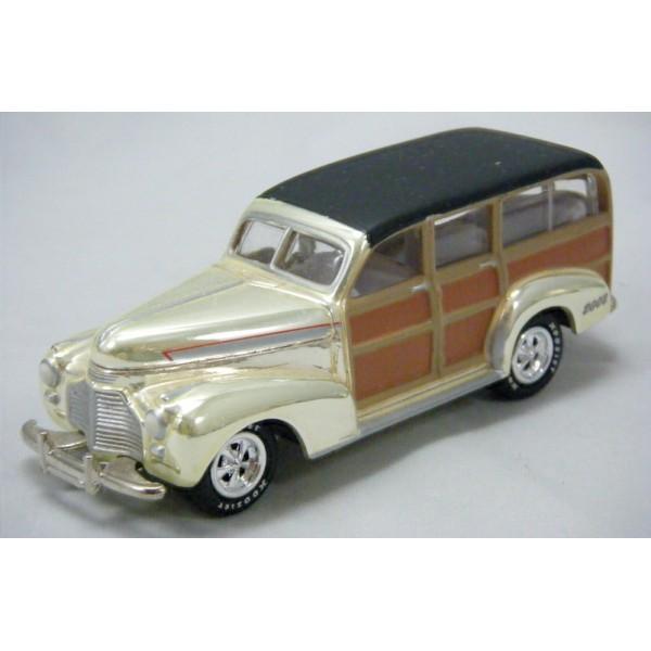 Johnny Lightning Holiday Classics 1941 Chevrolet Woody Station Wagon