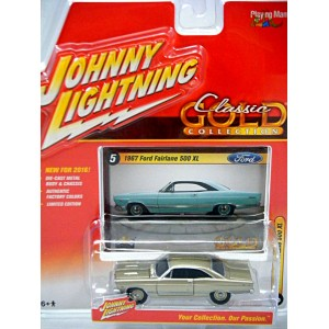 Johnny Lightning R2- Classic Gold - 1975 Ford Maverick