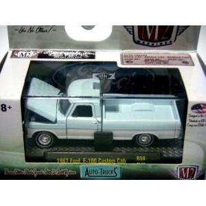 M2 Machines Auto-Trucks 1967 Ford F-100 Custom Cab Pickup Truck