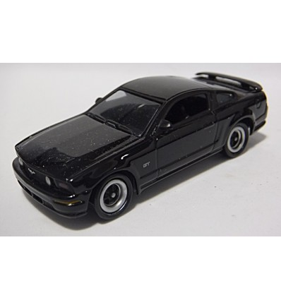 Johnny Lightning Mustangs and Fords – 2005 Ford Mustang GT