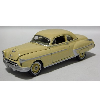 Johnny Lightning Forever 64 -1950 Oldsmobile Rocket 88