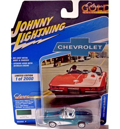 Johnny Lightning Classic Gold - 1962 Chevrolet Corvette Convertible w/Hardtop