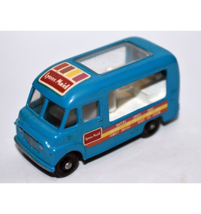 Matchbox Regular Wheels - Commer Ice Cream Van